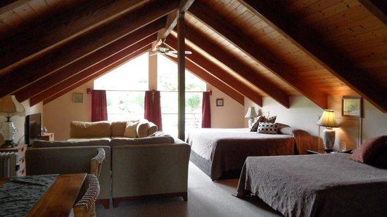 Lokahi Lodge : Wohn- und Schlafbereich
