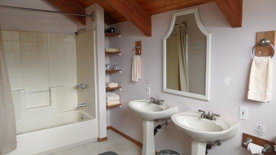 Lokahi Lodge : Bad und WC