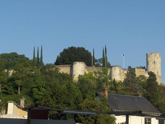 Résidence Odalys Le Clos St Michel : Forteresse de Chinon (vue  du balcon)