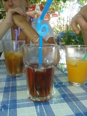 Dalyan Iz Cafe: Iced tea, pomegranate juice and freshly squeezed orange.