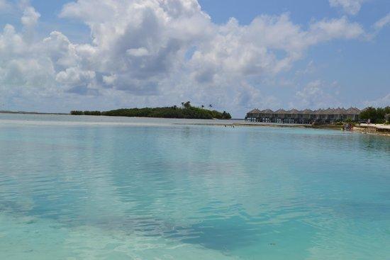 Cinnamon Dhonveli Maldives : Utsikt från stranden