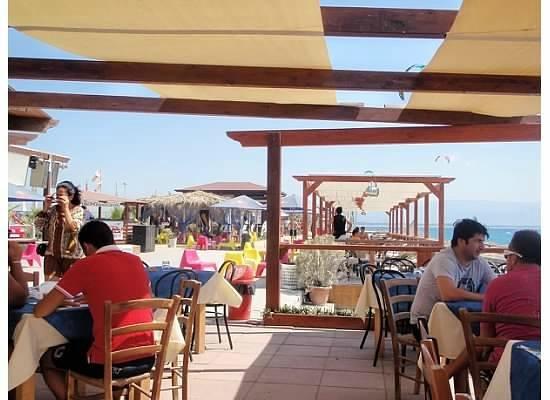 HLB Hang Loose Beach: On the deck eating
