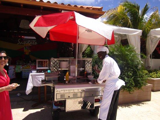 Sandals LaSource Grenada Resort and Spa: Hot Dog Stand