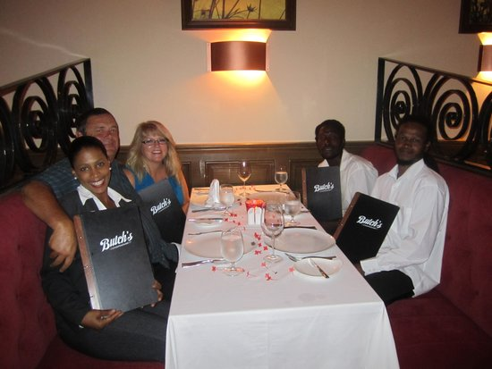 Sandals LaSource Grenada Resort and Spa: Dinner with our new friend Kenneth, Jaremy and La Toya