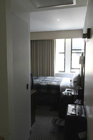 Club Quarters Hotel, Wacker at Michigan: Room