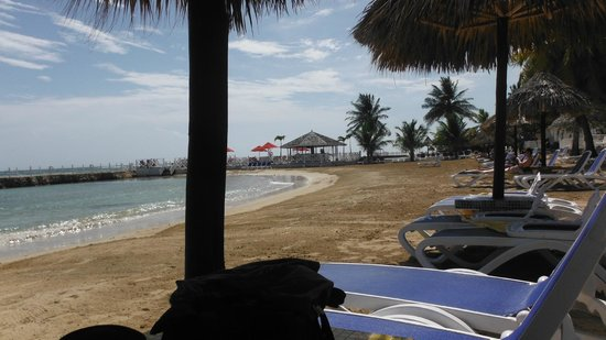 Royal Decameron Club Caribbean: Long stretch of beach