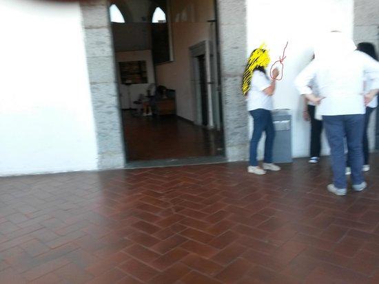 Castel Nuovo - Maschio Angioino : Dipendente che fuma in ambiente chiuso