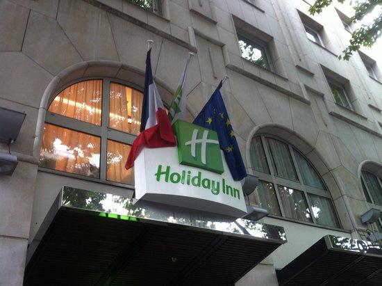 Hotel Holiday Inn Paris Gare Montparnasse: The Entrance