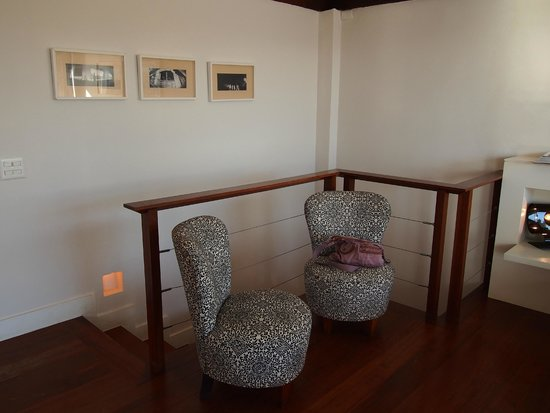 Insolito Boutique Hotel: Seating area in our room