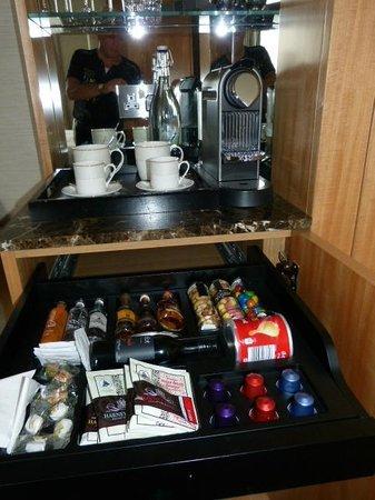 Conrad London St. James : Excellent Coffee, Tea and Mini Bar