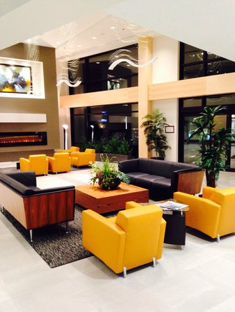 Best Western plus hotel levesque : Modern well-appointed lobby.