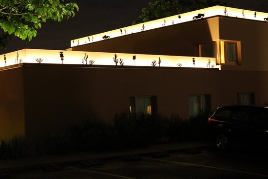 Disney's Hotel Santa Fe: exterior