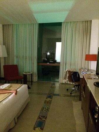 Holiday Inn Cartagena Morros: Room and super large window