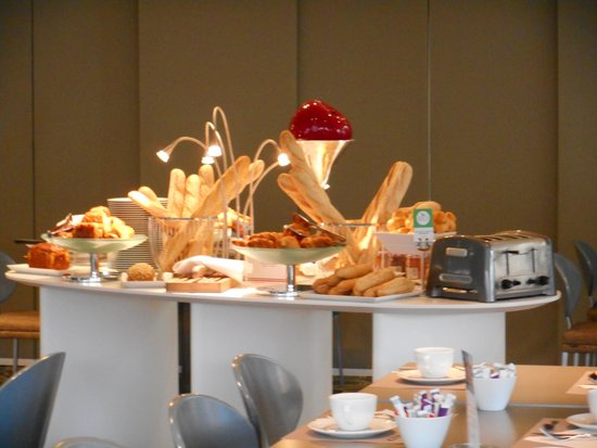 Mercure Marseille Centre Vieux Port: Le buffet du pain et viennoiseries