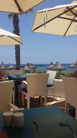 Hotel Sir Anthony: Beach club restaurant outside Sir Anthony