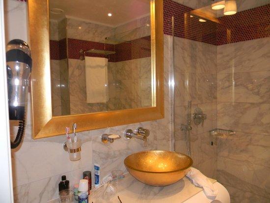 Carnival Palace Hotel: salle de bain