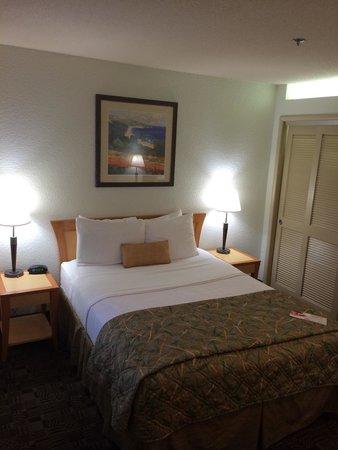 Ramada Carlsbad: Comfortable, Clean Bed.