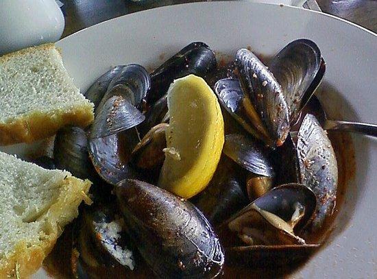 Rumrunner Pub : Saltspring Island Mussels