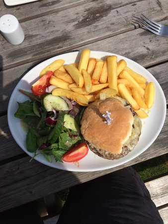 The Yew Tree Inn Chalvington: Fabulous quality burger