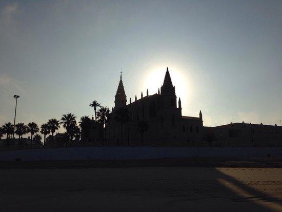 Santuario de Nuestra Señora de Regla: Vista del Santuario de Regla desde la playa.