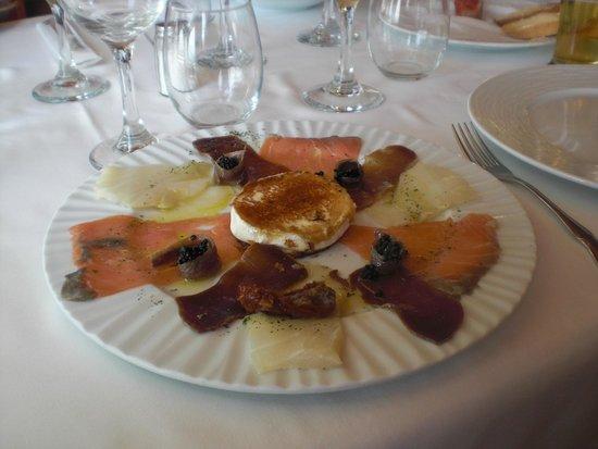 Restaurante El Pinar: heerlijk gerecht van gerookte vissoorten
