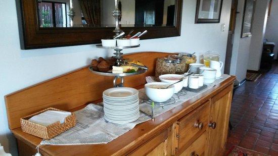 Supertubes Guesthouse: Breakfast table - everymorning