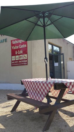 The Tain Cafe: Eating out in tulsk