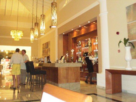 Luxury Bahia Principe Bouganville Don Pablo Collection : lobby bar