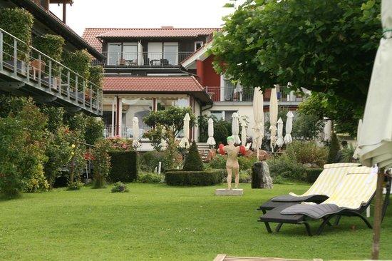 Hotel Haus am See: Hotel grounds - garden