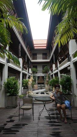 De Naga Hotel: Garden