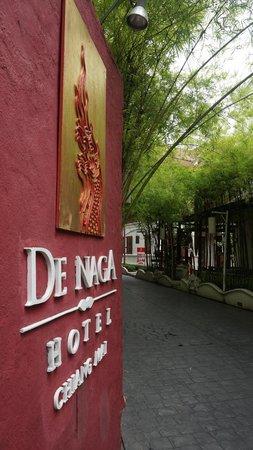 De Naga Hotel: Entrance