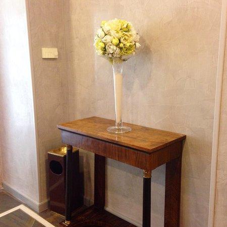 Hotel Santa Costanza: Lobby detail