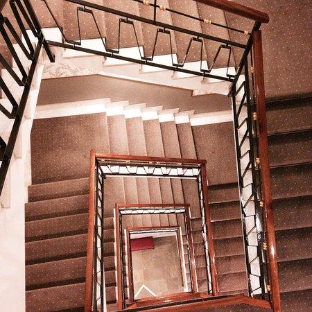 Hotel Santa Costanza: Lobby stairs