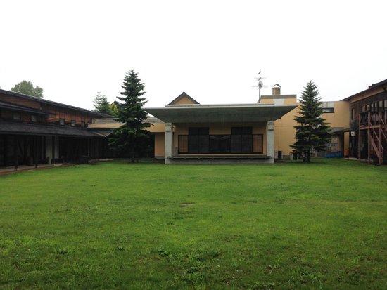 Utoland Himegami : 入口から庭の眺め