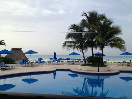 The Reef Playacar: Beach view from restaurant
