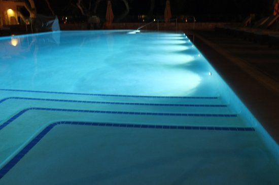 Carmel Valley Ranch: Swimming pool by night