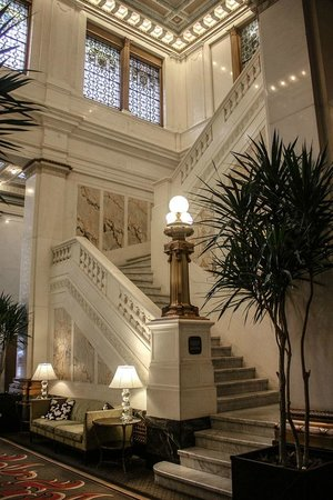 Kimpton Hotel Monaco Baltimore Inner Harbor : Grand marble staircase up to the lobby