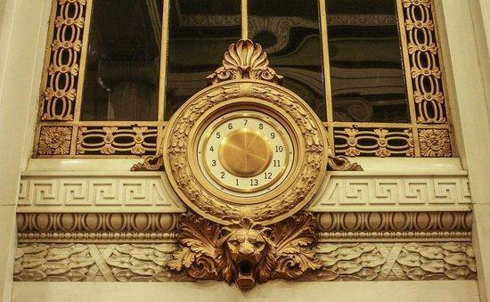 Kimpton Hotel Monaco Baltimore Inner Harbor: Old World elevator floor indicator