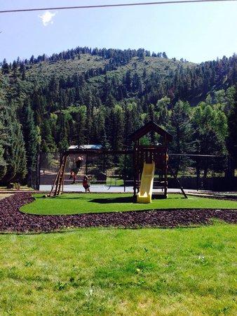 Road Runner RV Resort: Kids love the playground, putting green, tennis and BB pad