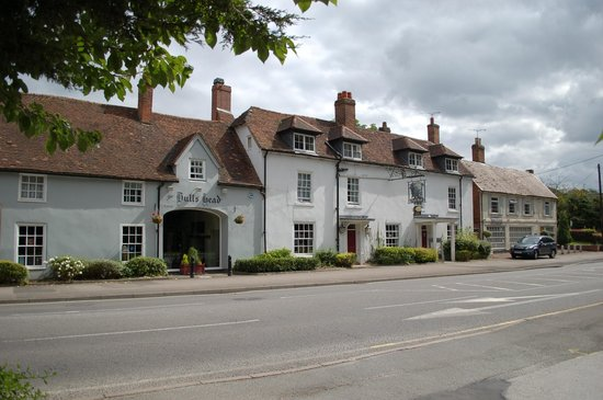 Innkeeper's Lodge - The Bull's Head: The Bulls head fro the street