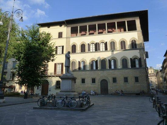 Hotel Palazzo Guadagni: Hotel Exterior with Balcony