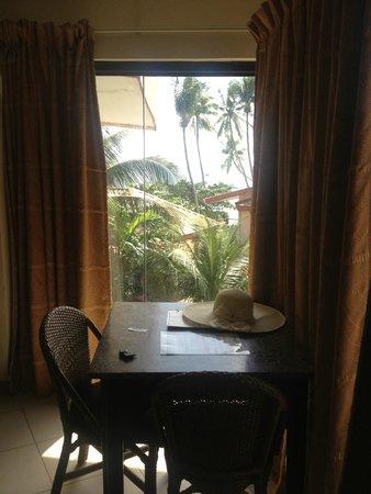 Alona Tropical Beach Resort: Номер, вид из окна