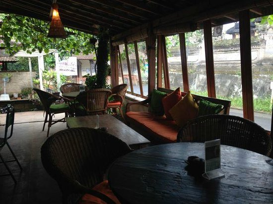 Cafe Vespa: Indoor seating