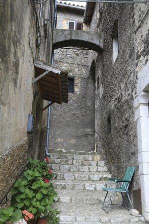 Albergo Diffuso Crispolti : Labro street