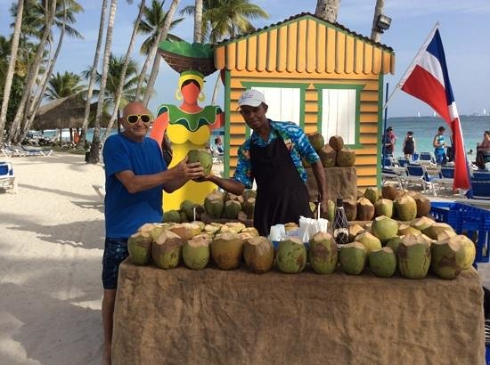 Dreams La Romana Resort & Spa : dominican sunset party