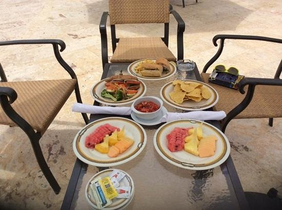 Dreams La Romana Resort & Spa : lunch by the PC pool