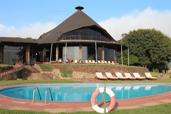 Ngorongoro Sopa Lodge : Piscina e corpo centrale Lodge