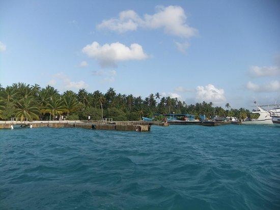 Meeru Island Resort & Spa : island pier..