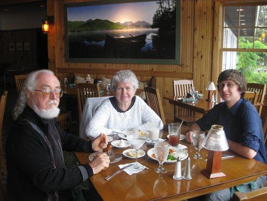 Hampton Inn & Suites Lake Placid: dinner at the Boat house restaurant