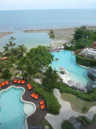 ShaSa Resort & Residences, Koh Samui: Sicht auf Pool und Pool Villa